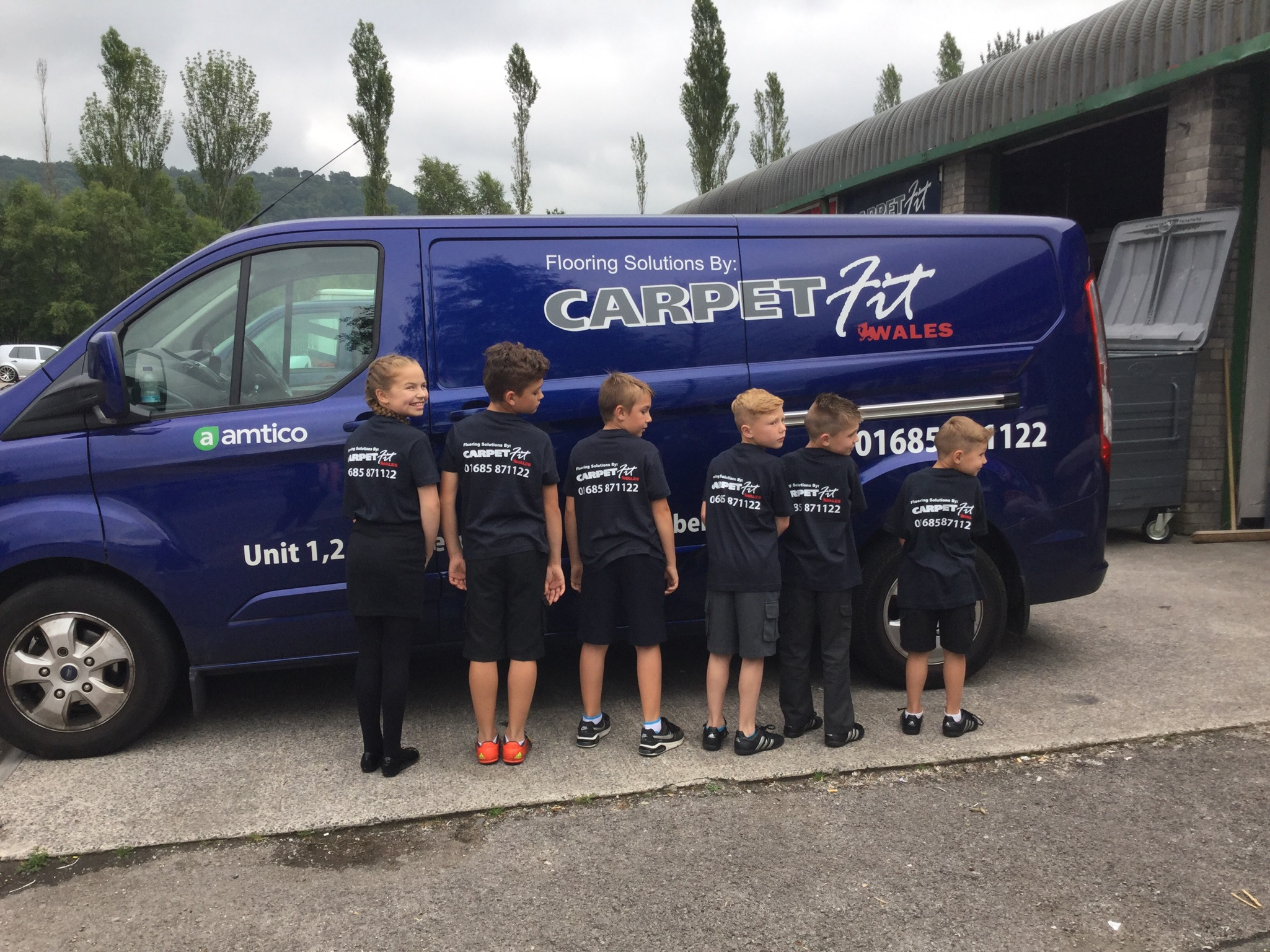 Carpet-Fit-Wales-Kids-Aberdare-South-Wales-Flooring-Carpets-LVT-Vinyl-Cleaning-Professional-Samples-T-Shirt-FREE-HALF-TERM