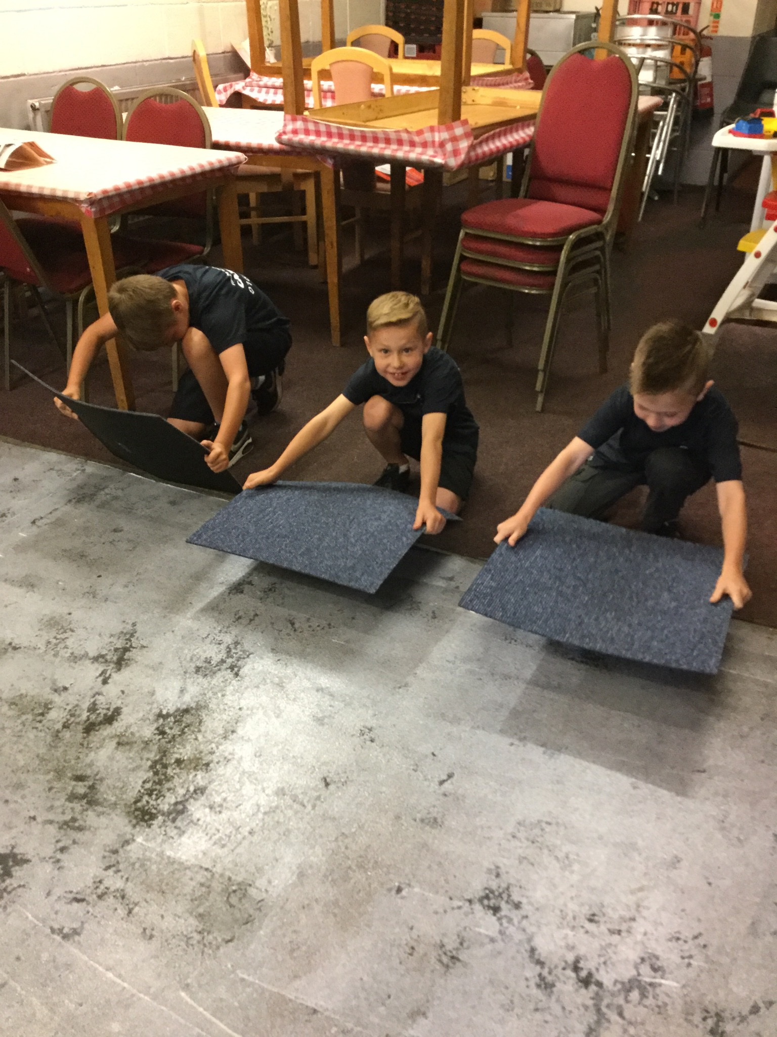 Carpet-Fit-Wales-Kids-Aberdare-South-Wales-Flooring-Carpets-LVT-Vinyl-Cleaning-Professional-Working